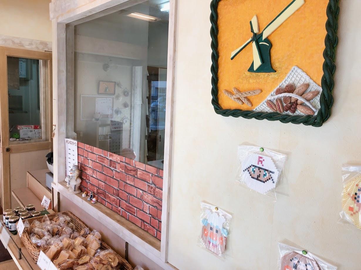 【西条】手づくりぱんの店 プチ ・ウィンドミル スト!スト!ストライク♡パンの巻 - もにさんぽ