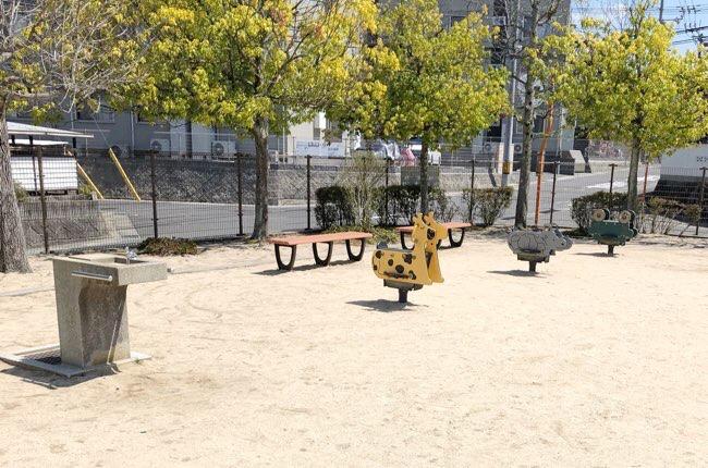西条中央7丁目公園
